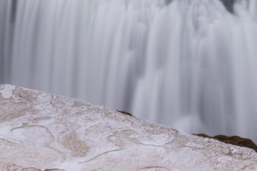11-Waterfall-Islanda tn
